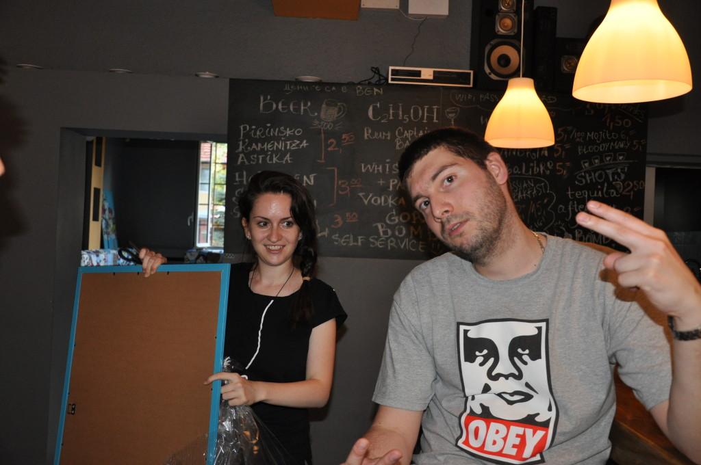 Алекс и Олег в техният бар