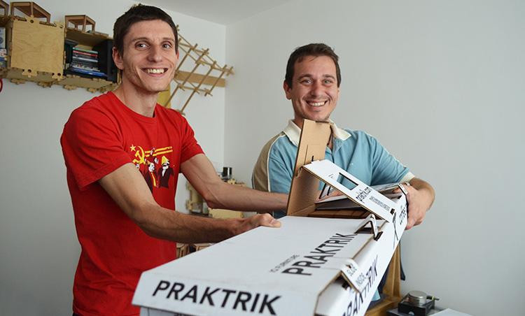 Петър и Делян, основателите на Praktrik.