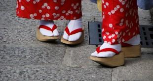 За обувките и жените с големи номера